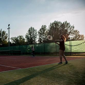 PEOPLE TEAM-táborozó a teniszpályán