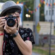 PEOPLE TEAM-táborozó fényképet készít