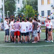 Csapatgyűlés a focipályán