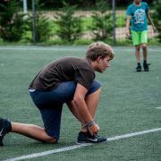 PEOPLE TEAM-táborozó a műfüves focipályán