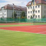 Teniszpályák és a kollégiumi épületek