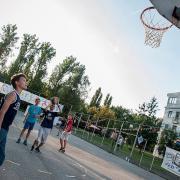 PEOPLE TEAM-tábor kosárlabda pályán játszó táborozók